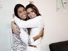 Amanda Djehdian é atendida por Tamires Peloso em seu consultório dentário em SP