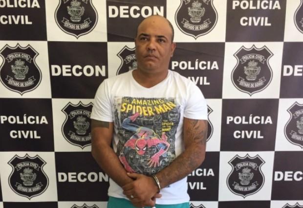 Homem era foragido pelo mesmo crime de estelionato no DF (Foto: Divulgação/Polícia Civil)