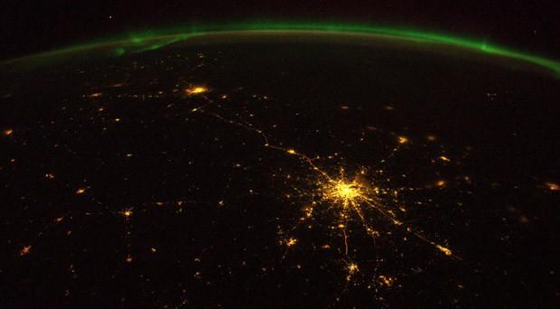 O astronauta ainda capturou com suas lentes a estrada entre as cidades russas de Moscou e São Petersburgo (Foto: Alexander Gerst/ESA/Nasa)