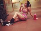 Carolina Portaluppi faz 'selfie' com roupa colada e pernas de fora
