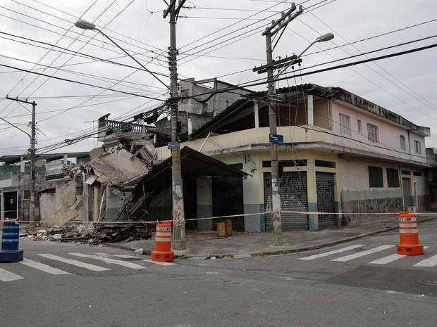 Casa desmoronou no Parque Edu Chaves (Foto: Newton Menezes/Futura Press/Estadão Conteúdo)