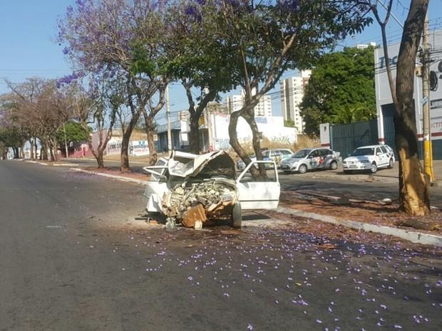 Acidente aconteceu na Avenida Pedro Ludovico, no Setor Parque Oeste Industrial, em Goiânia, Goiás (Foto: Rodrigo Mansil/TV Anhanguera)