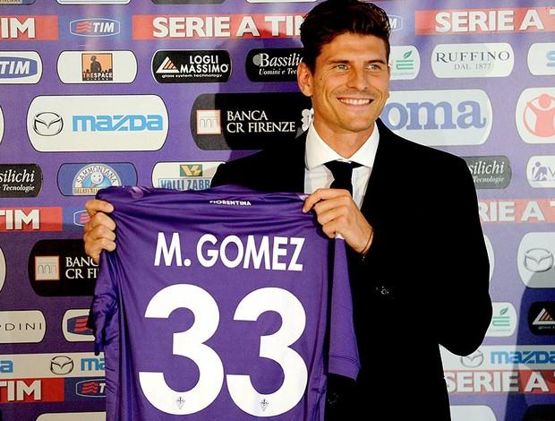 Mario Gómez apresentado no Fiorentina (Foto: EFE)