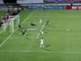 Zagueiro salva e aparece no meio de goleiros na disputa por melhor defesa