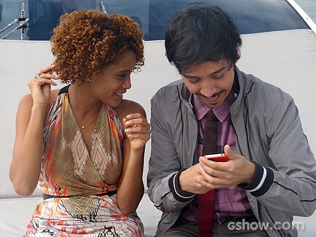 Depois, Taís Araújo e Arlindo Lopes se divertiram com posts nas redes sociais (Foto: Geração Brasil / TV Globo)