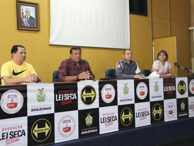 Diretor presidente do Detran, Leonel Feitoza, anunciou o balanço das operações realizadas entre 17/02 a 02/03 (Foto: Ive Rylo/G1 AM)