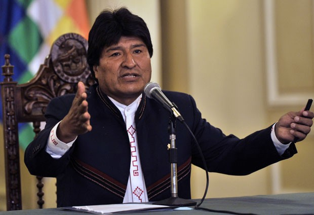 O presidente da Bolívia, Evo Morales, fala em conferência em La Paz nesta segunda-feira (30) (Foto: Aizar Raldes/AFP)