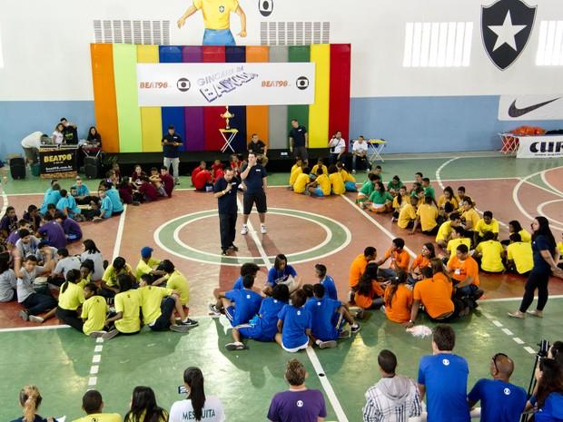 Jovens participam de gincana promovida pela Globo para escolher sede do réveillon na Baixada (Foto: Divulgação)