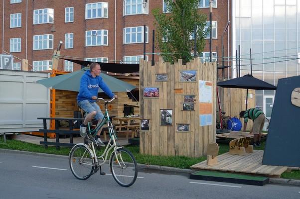 Projeto temporário de uso do espaço público da Gehl Architects em Copenhague. (Foto: Gehl Architects)