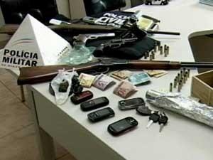Parte do material apreendido pela polícia (Foto: Reprodução/TV Integração)