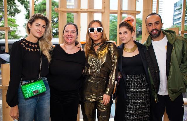 Da esquerda para a direita: Barbara Migliori, Silvia Rogar, Sabrina Sato, Ana Carolina Ralston e Yan Acioli (Foto: Arthur Vahia)