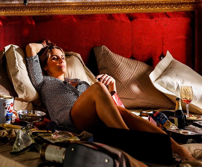 Atena se esbalda na casa da amiga rica (Foto: Ellen Soares /Gshow)