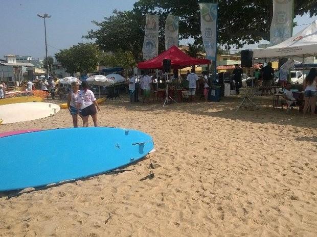 Encontro ecológico tem saída de stand up paddle neste domingo em Rio das Ostras (Foto: Júnior Costa / G1)