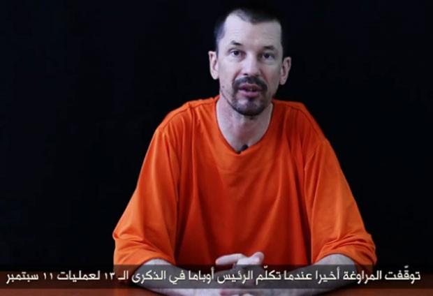 O jornalista britânico John Cantlie no terceiro vídeo divulgado pelo Estado Islâmico (Foto: Reprodução/LiveLeak/Kbdroll )