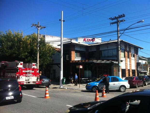 Incêndio em restaurante foi combatido pelo Corpo de Bombeiros (Foto: Mayara Brum / Vc no G1)