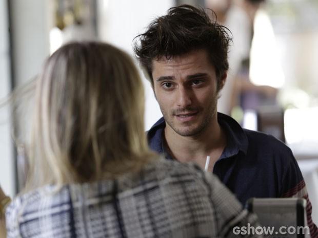 Martin tenta fazer Kellem desistir do plano do casamento megalomaníaco (Foto: Fábio Rocha/ TV Globo)