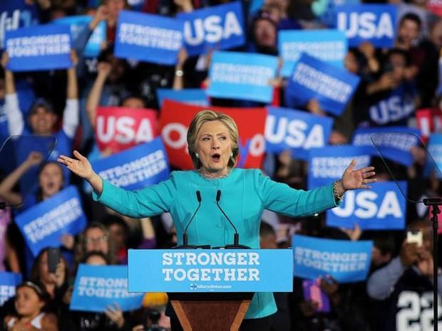 Candidata democrata, Hillary Clinton, participa de evento de campanha em Cleveland, Ohio, no domingo (6 (Foto: Carlos Barria/ Reuters)