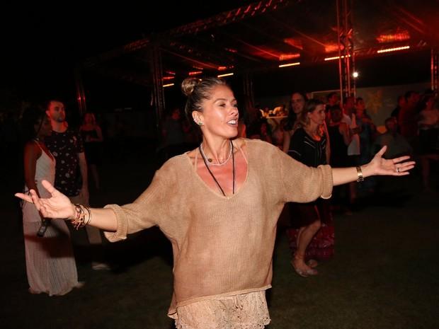 Adriane Galisteu em show em Salvador, na Bahia (Foto: Denilson Santos/ Ag. News)