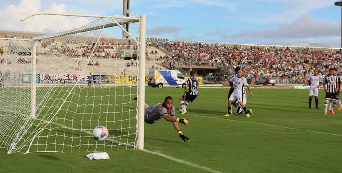 Botafogo-PB 0 x 1 Treze, no Estádio Almeidão, pelo Campeonato Paraibano 2015, Fabrício Ceará (Foto: Divulgação / Treze)