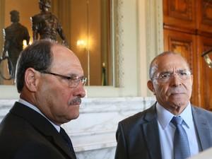 Sartori e Padilha lamentaram a morte do ministro Teori Zavascki (Foto: Luiz Chaves/Palácio Piratini)