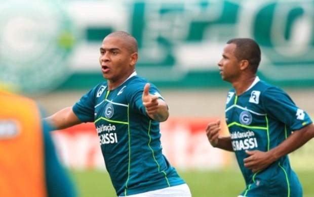 Walter empata para o Goiás contra o Joinville (Foto: O Popular)