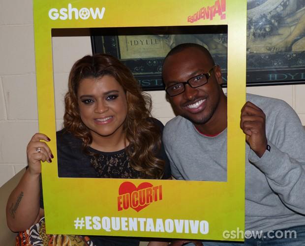 Preta Gil e Thiaguinho nos bastidores do programa (Foto: Esquenta/TV Globo)