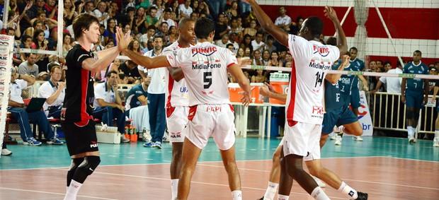 Equipe de vôlei de Pindamonhangaba na Superliga (Foto: Luis Claudio Antunes/PortalR3)