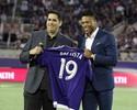Júlio Baptista é apresentado à torcida do Orlando City e recebe a camisa 19