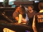 Ronaldo Fenômeno troca beijos com a namorada em restaurante no Rio