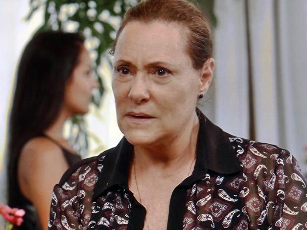 Tina revela informação importante sobre o pai de Laura (Foto: TV Globo)