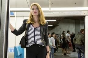 Lívia apareceu repaginada na segunda fase da novela Além do Tempo (Foto: Globo/ Felipe Monteiro)