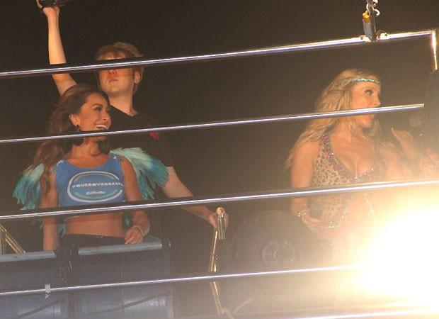 Sabrina também se divertiu no trio de Claudia Leitte (Foto: Dilson Silva/AgNews)