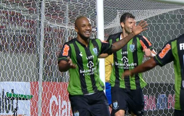 Rodrigo Silva comemora primeiro gol marcado com a camisa do América-MG (Foto: Reprodução/TVGLOBO)