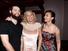 Vera Fischer recebe o carinho dos filhos em estreia de peça no Rio