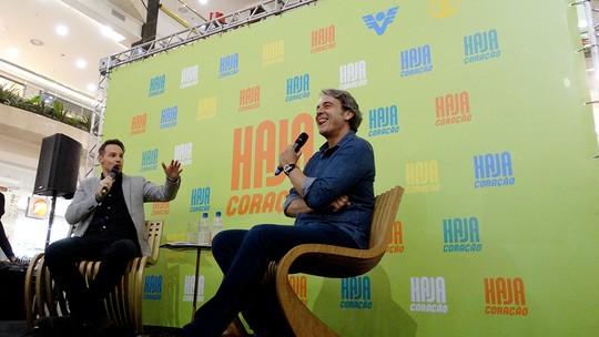 Alexandre Borges bate papo com os fãs sobre 'Haja Coração'