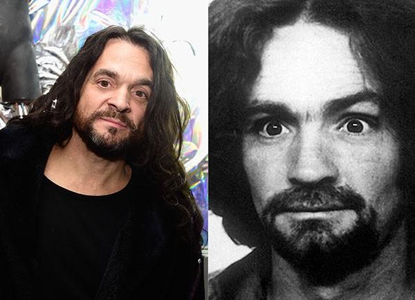 Matthew Roberts, suposto filho de Charles Manson / Mugshot de Charles Manson divulgada pelo Departamento de Polícia de Los Angeles (Foto: Getty Images / Reprodução)