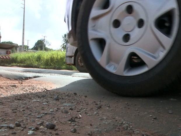 Buracos na BR-135 causaram prejuízo aos motoristas no feriado de Semana Santa (Foto: Reprodução/TV Mirante)