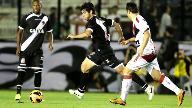 Juninho Pernambucano jogo Vasco e Vitória (Foto: Marcelo Theobald / Ag. O Globo)