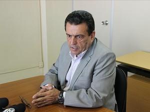 Secretário da Seap, Louismar Bonates, durante coletiva de imprensa nesta quarta-feira (29) (Foto: Indiara Bessa/G1 AM)