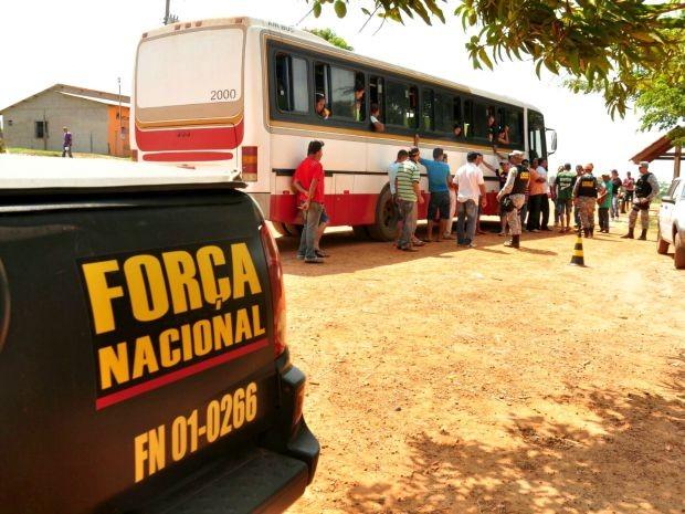 Operação foi deflagrada na manhã desta sexta-feira (11), na Estrada Transacreana (Foto: Ascom PMAC)