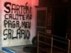 Protesto em banco tem frase contra Sartori no RS: 'Paga meu salário'