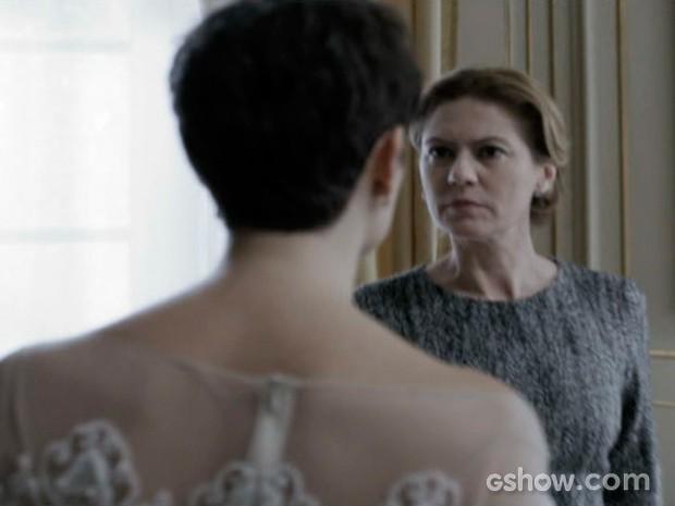 Duda questiona Angela sobre a lealdade de Gilda (Foto: O Rebu / TV Globo)