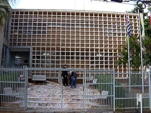 Justiça de Cravinhos autoriza distribuição de 'pílula do câncer' por R$ 6 (Foto: Reprodução/EPTV)