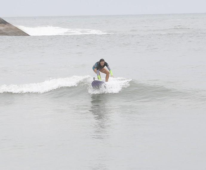 Fabiula arrasa no surf (Foto: Artur Meninea/Gshow)