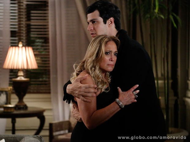 Félix promete que ajudará a mãe a derrubar César (Foto: Amor à Vida/TV Globo)