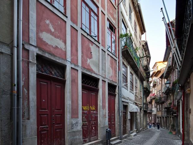 Prédios do centro histórico de Porto estão abandonados e deteriorados (Foto: Arrebita! Porto/Divulgação)