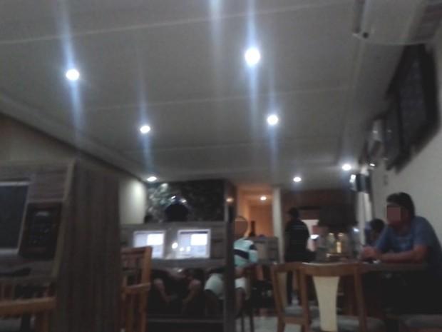 Casa de jogos funcionava na rua Afonso Campos, no Centro de Campina Grande (Foto: Reprodução/TV Paraíba)