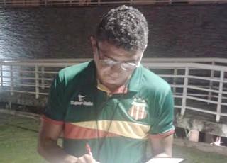 Flávio Araújo - técnico Sampaio - no Rio Grande do Norte (Foto: Afonso Diniz/GloboEsporte.com)