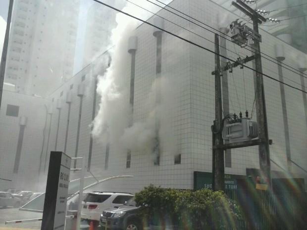 Incêndio no Pátio Dom Luís, em Fortaleza (Foto: Adriane Silveira/Arquivo Pessoal)