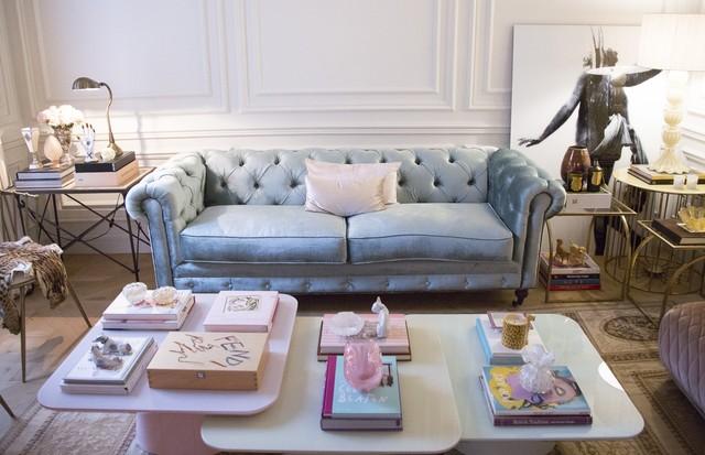 Os tons pastéis estão em alta. Faça que nem Renata e customize os móveis comprando tecidos ou reutilizando panos e tapetes antigos. (Foto: Rafael Avancini)